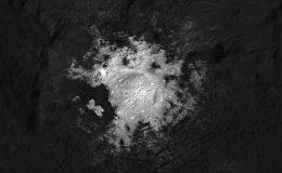 Cerealia Facula на дне кратера Оккатор