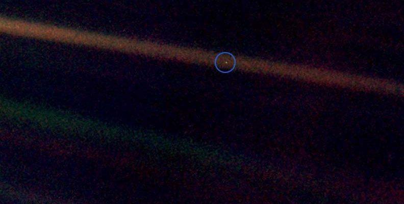 Снимок Земли Voyager 1