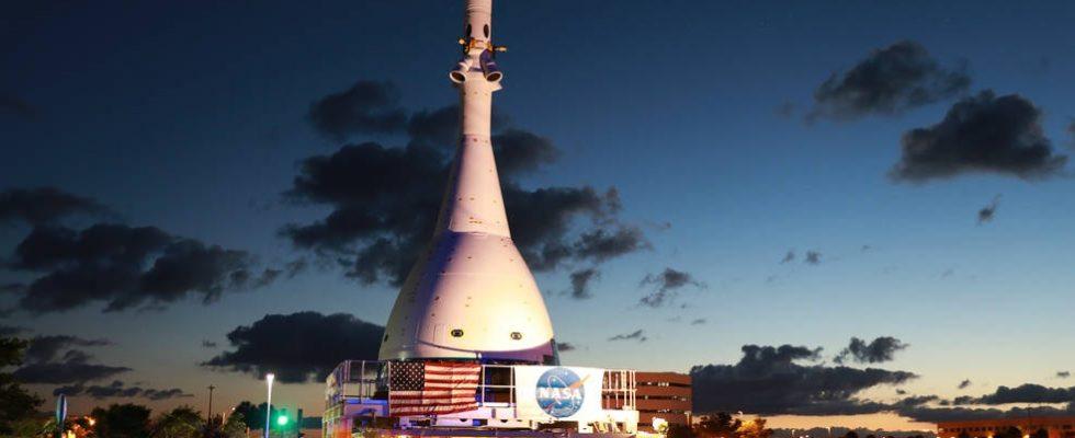 Реплика космического корабля NASA Orion