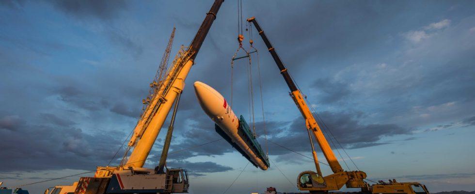 Подготовка к пуску ракеты-носителя Hyperbola-1.