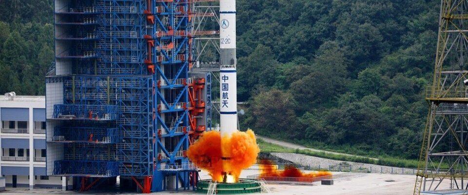 Запуск китайской ракеты-носителя Long March 2C
